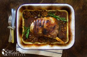 Roast lamb shoulder with garlic and rosemary - Gluten free
