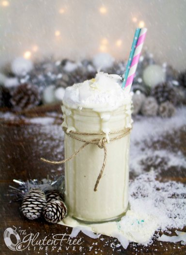 Delicious Snowball Smoothie ; dairy-free, paleo, gluten-free, lowFODMAP and raw Super-Smoothie! #christmas #smoothie #dairyfree #glutenfree #raw #paleo #coconut #lowFODMAP