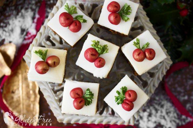 Festive Gluten-Free Christmas Cake Bites! #christmas #cake #glutenfree