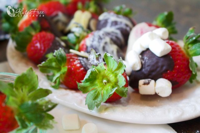 Chocolate-dipped Fresh Strawberries covered in Flaked almonds and Mini-Marshmallows - A Healthy Holiday Treat! #gliutenfree #dairyfree #vegan #christmas #strawberry #dessert