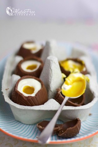 Gorgeous and Easy Cheesecake Filled Chocolate Easter Eggs! Impressive, delicious and Gluten-Free! #glutenfree #easter #easteregg #egg #chocolate
