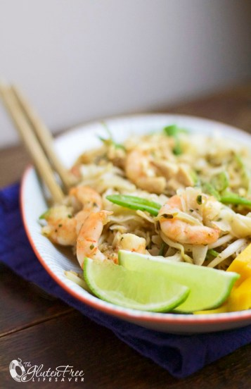 Super Easy & Quick Pad Thai Recipe with Mango. Yum! #glutenfree