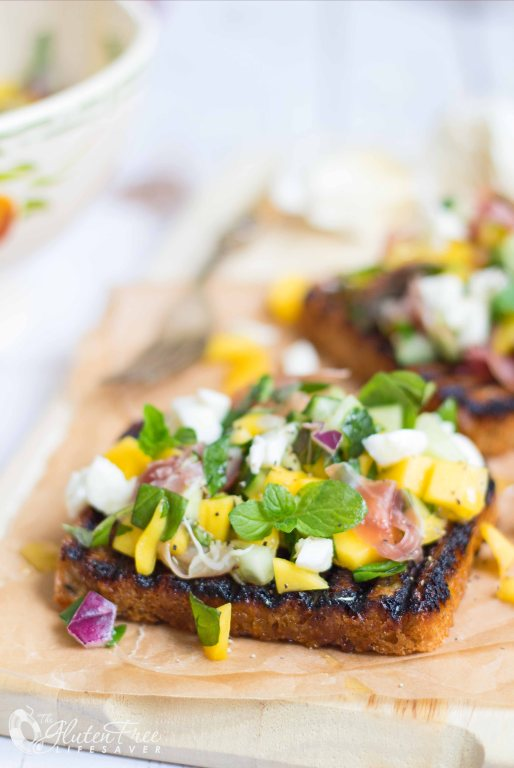 Recipe for gluten-free mango mozzarella bruschetta