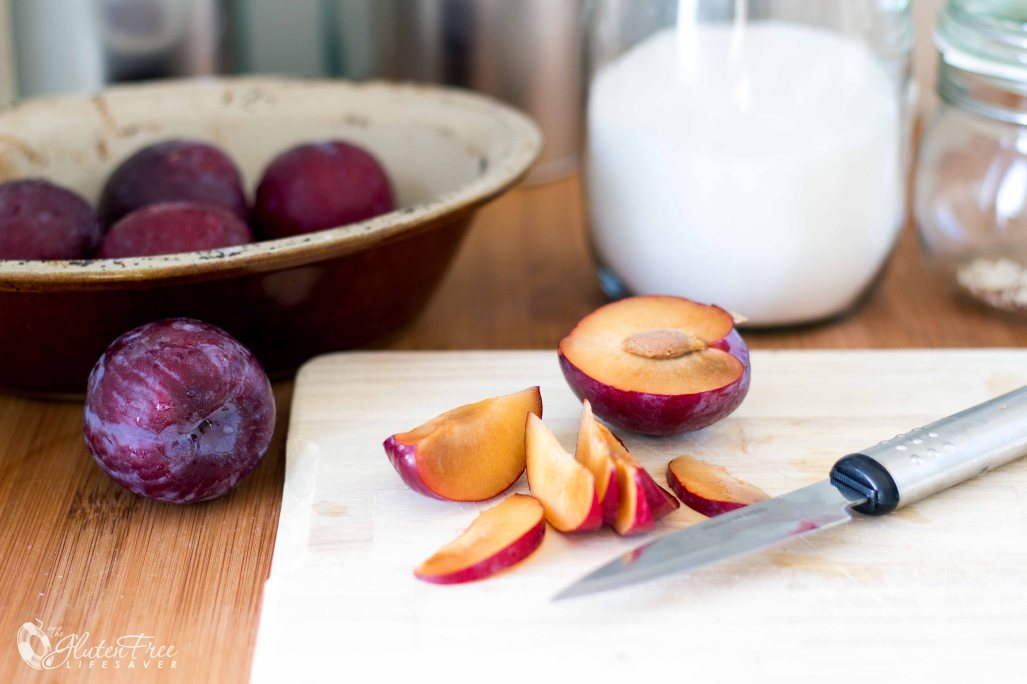 Gorgeous Gluten-Free Plum Upside-Down Cake Made From Burger Buns! #glutenfree #cake
